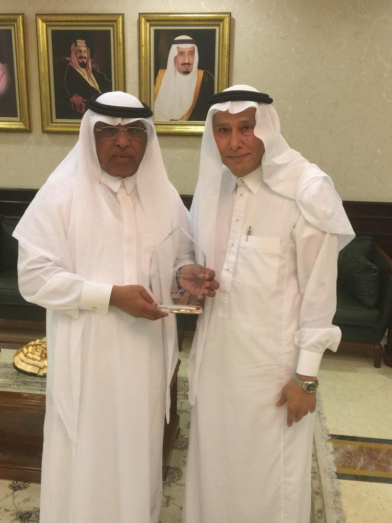 President of Umm Al-Qura University Dr. Bakri bin M'atooq bin Bakri Assas receives the CBHUK Excellence Award from Dr Meraj Mirza.
