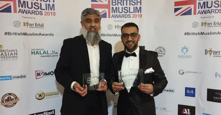 L-R, Mr Yasin Ahmed and Rashid Mogradia recieving the award.